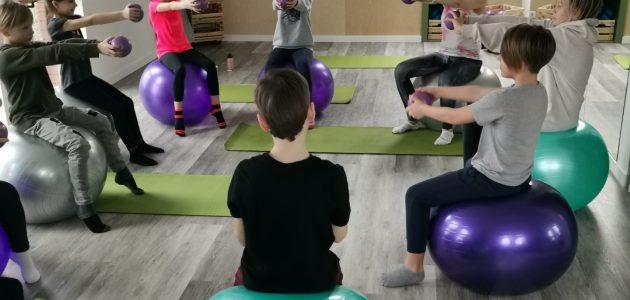 Vaikų stuburą koreguojanti kineziterapinė mankšta (7-12 m.)